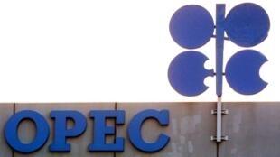 La OPEP+ reúne a los trece miembros del cártel y a otras diez potencias petroleras, entre ellas Rusia