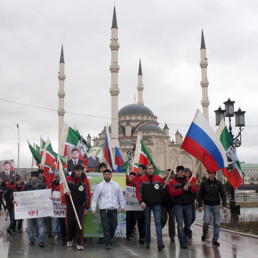 Члены патриотического клуба «Рамзан», названного в честь главы Чечни Рамзана Кадырова, празднуют День Конституции Чеченской Республики, Грозный, 23 марта 2011.