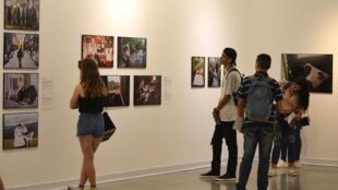 Entre 100 et 150 personnes se sont pressées chaque jour pour voir l'exposition World Press Photo à Medellin.