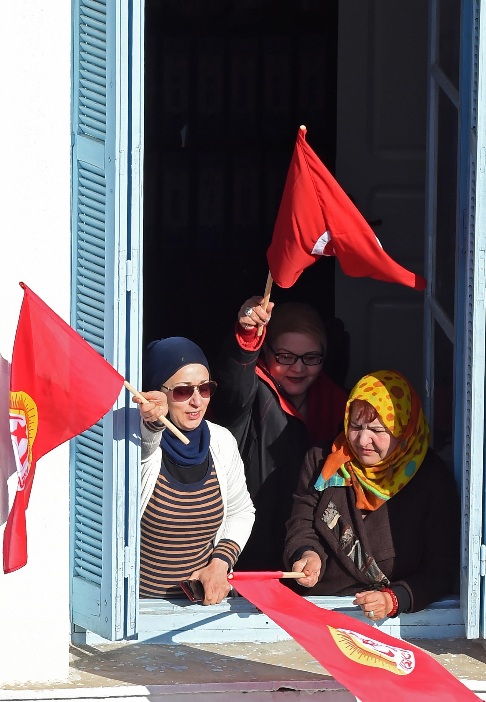 Travailleuses en grève au siège du syndicat UGTT à Tunis, le 17 janvier 2019.