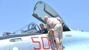 Tổng thống Syria Assad thăm căn cứ không quân Nga ở Hmeymim năm 2017.