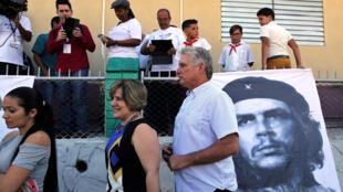 Miguel Díaz-Canel y su esposa Lis Cuesta en Santa Clara, Cuba, 11 de marzo de 2018.