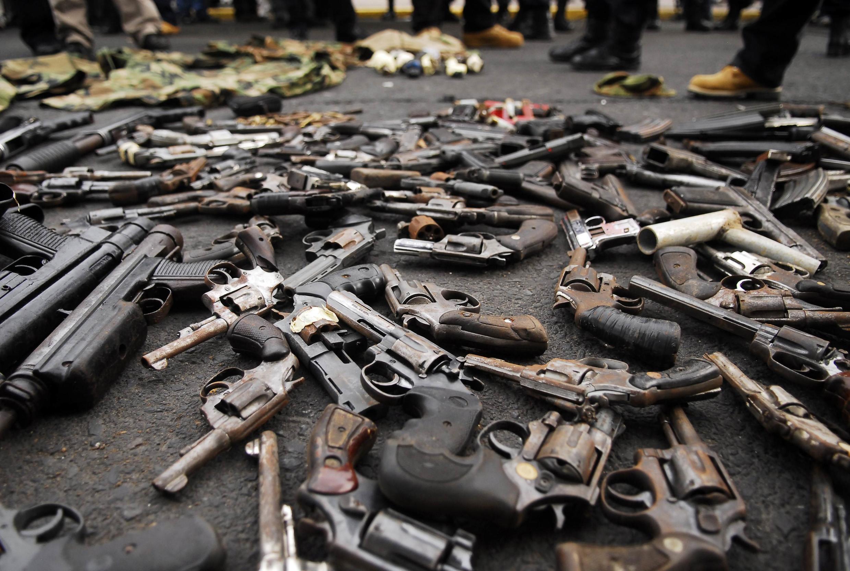 Armas incautadas en Salvador en una operación de desarme de las maras.