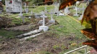 Exhumaciones en el cementerio de Las Mercedes (Antioquia), el 9 de diciembre, en el marco de la búsqueda de víctimas del ejército colombiano.