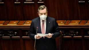 Mario Draghi se dirige a los diputados en el Parlamento italiano, el 26 de abril de 2021 en Roma