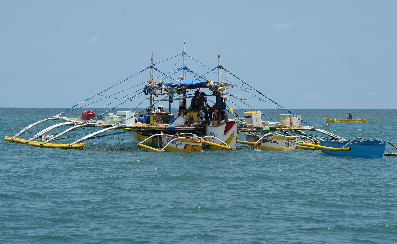 Một thuyền của ngư dân Philippines tại vùng biển quanh bãi cạn Scarborough, nơi có tranh chấp với Trung Quốc. Ảnh chụp ngày 16/06/2016.