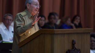 El presidente Raúl Castro se dirige a los miembros de la Asamblea Nacional del Poder Popular en la Habana, 27 diciembre 2016
