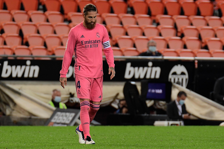 Le dépit du capitaine du Real Madrid Sergio Ramos après la lourde défaite à Valence, le 8 novembre 2020