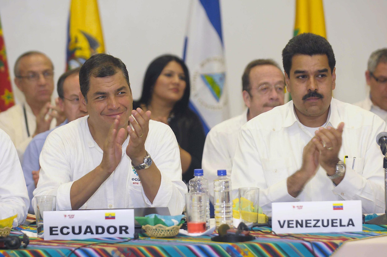 Tổng thống Ecuador Rafael Correa (T) tại cuộc họp của nhóm Alba ở Guyaquil, 18/12/2012