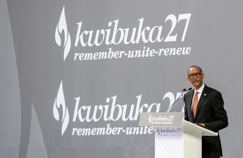 Rais Paul Kagame akihutubia wajumbe wakati wamaadhimisho ya kumbukumbu ya mauaji ya halaiki ya mwaka 1994  katikajengo la Kigali Arena, Kigali, huko Kigali, Rwanda Aprili 7, 2021.