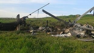 """Ndege aina ya Mi-24 ya Azerbaijani """"iliyoanguka"""", ambayo ilipigwa picha na vikosi vya waasi wa  Nagorno-Karabakh, Aprili 2, 2016."""