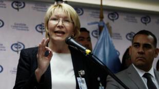 La procureure générale de la Nation, Luisa Ortega Diaz critique envers le président Maduro est officiellement poursuivie.