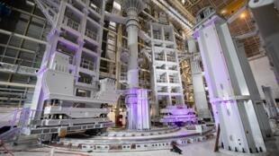 """un portique de pré-assemblage construit par la Corée du Sud utilisé pour l'assemblage de la machine de fusion nucléaire """"Tokamak"""" du réacteur expérimental thermonucléaire international (ITER) à Saint-Paul-les-Durance, dans le sud-est de la France, l"""