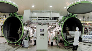 دولت تهران اعلام کرده است که تولید اورانیوم غنی شدۀ ایران تا ده روز دیگر از سقف ٣٠٠ کیلوگرم که بر اساس توافق اتمی برجام در سال ٢٠١٥ تعیین شده بود، عبور خواهد کرد.