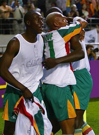 Les Sénégalais El Hadji Diouf et Pape Bouba Diop, héros du Mondial 2010.