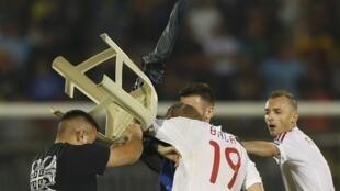 Les Albanais, à l'image de Bekim Balaj, victime d'un jet de chaise de la part d'un supporteur serbe, ont vécu l'horreur à Belgrade mercredi 14 octobre.