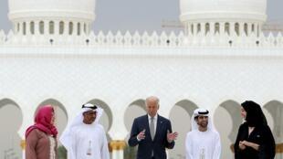جو بایدن، معاون رییس جمهوری آمریکا، در نخستین مرحله از سفر دوره ایاش به خاورمیانه در ابوظبی. ٧ مارس ٢٠۱۶