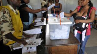 Campanha de educação cívica em Moçambique