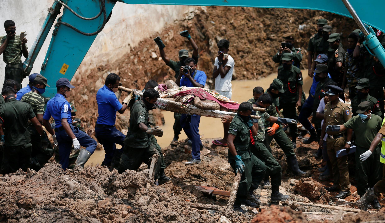 Equipes de resgate atuaram durante todo o fim de semana na esperança de encontrar sobreviventes