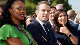 Laura Flessel (R)with Paris mayor Anne Hidalgo (r) and President Emmanuel Macron