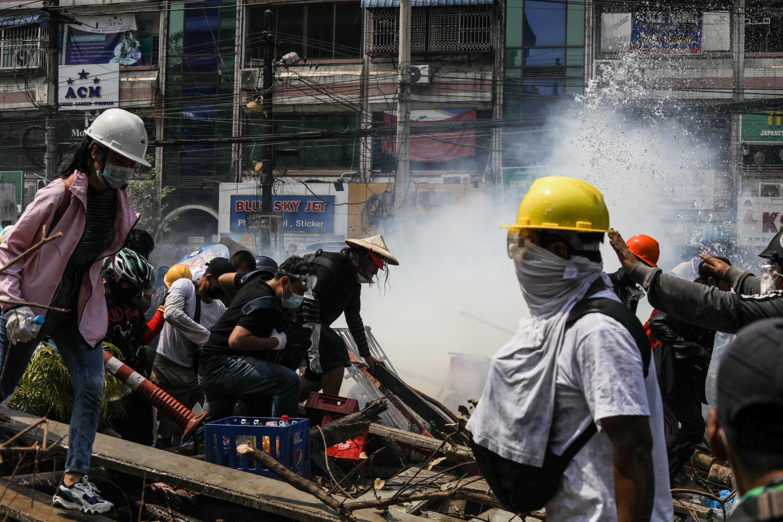 birmanie-manifestation-gaz