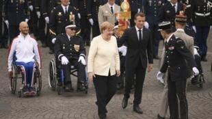 Le président français Emmanuel Macron et la chancelière allemande Angela Merkel, lors du défilé du 14-Juillet.