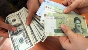 ارزش ریال در مقابل دلار طی ماههای گذشته بیست و شش درصد کاهش یافت.