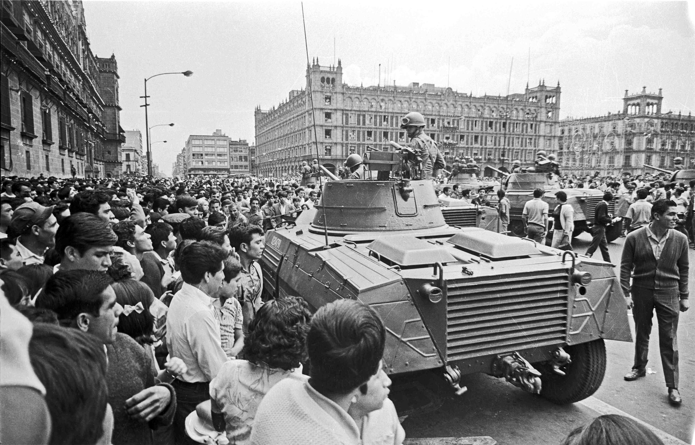 El ejército mexicano en el Zócalo de la Ciudad de México el 28 de agosto.