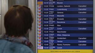Greve de tripulantes da TAP que começou nesta quinta-feira e que deve durar até dia 1°, afeta milhares de passageiros.