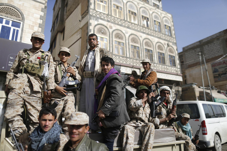 Dân quân Shi-a  lực lượng Houthi tại thủ đô Sanaa, ngày 21/01/2015.