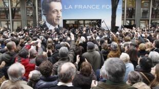 A inauguração do QG de Nicolas Sarkozy foi bastante concorrida neste sábado, em Paris.