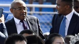 Rais wa Shirikisho la Soka (CAF) Ahmad na mshauri wake na nyota wa zamani Samuel Eto'o.