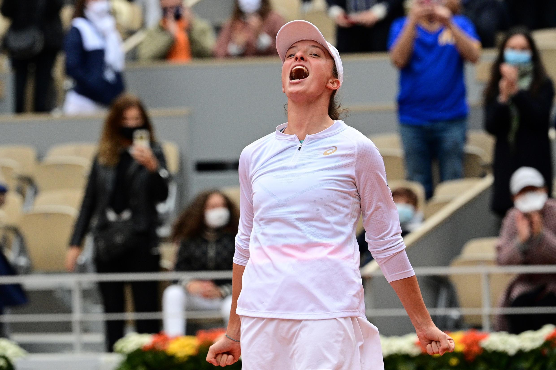 La Polonaise Iga Swiatek exulte après sa victoire en finale de Roland-Garros, le 10 octobre 2020