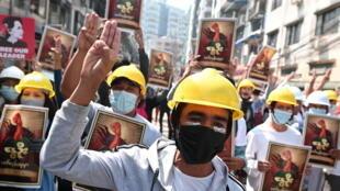 2021-03-01T090752Z_1501686051_RC292M93Y0PQ_RTRMADP_3_MYANMAR-POLITICS