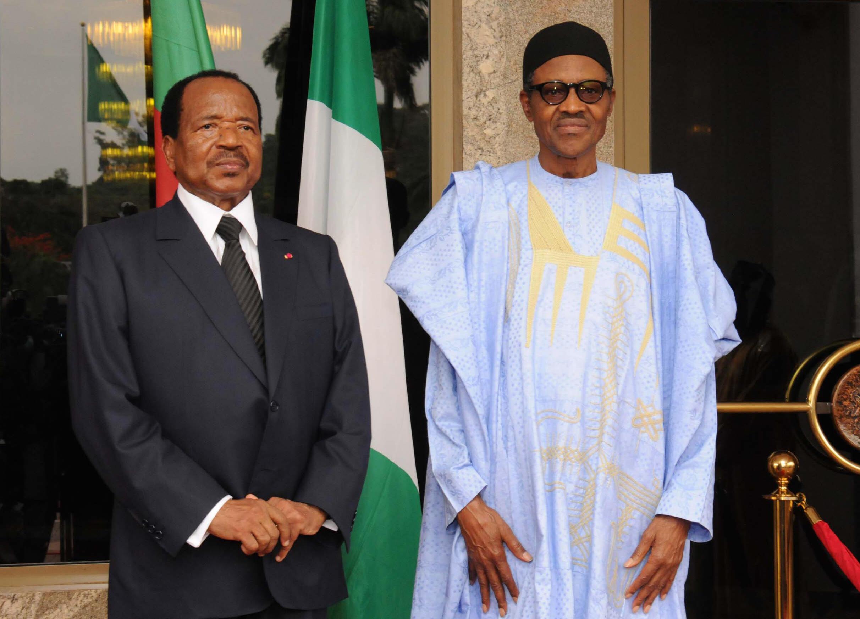Shugaban Najeriya Muhammadu Buhari da Takwaran aikin sa na Kamaru Paul Biya yayin wata ganawar su a Abuja.