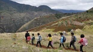 中國鄉間留守兒童資料圖片
