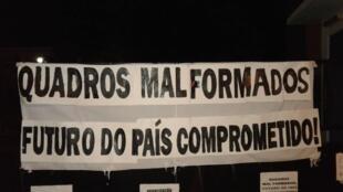Palavra de ordem da greve estudantil encetada ontem na Universidade Pública São-Tomense.
