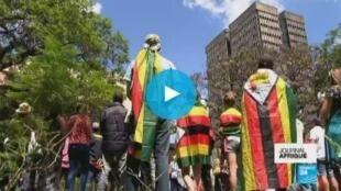 津巴布韋首都哈拉雷街頭民眾在軍隊的支持下繼續遊行
