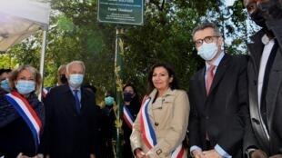 La maire de Paris Anne Hidalgo (au centre) inaugure le jardin Solitude ce samedi 26 septembre 2020.