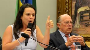 Janaina Paschoal ao lado de Miguel Reale Júnior.