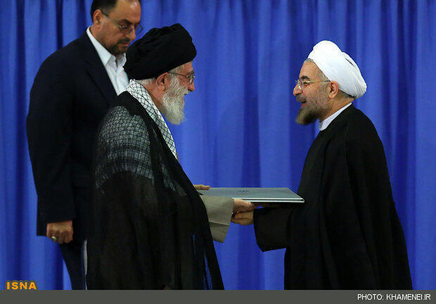 آیت الله علی خامنه ای حکم ریاست جمهوری حسن روحانی را تنفیذ کرد