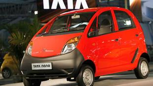 La Tata Nano, la voiture la moins chère du monde.