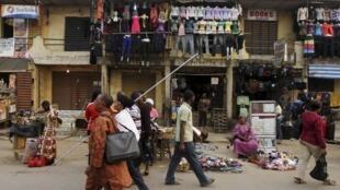 Dans une rue commerçante de Lagos, le 16 janvier 2012.