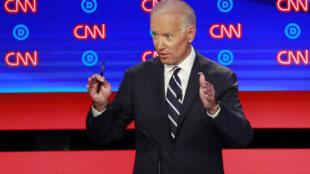 L'ancien vice-président Joe Biden lors de la deuxième soirée du deuxième débat présidentiel des démocrates à Detroit, Michigan, le 31 juillet 2019.