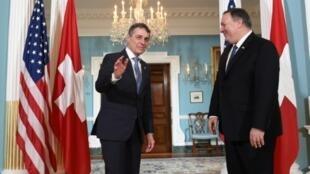 El secretario de Estado norteamericano Mike Pompeo (D) recibe al canciller suizo Ignazio Cassis, el 7 de febrero de 2019 en el Departamento de Estado, en Washington