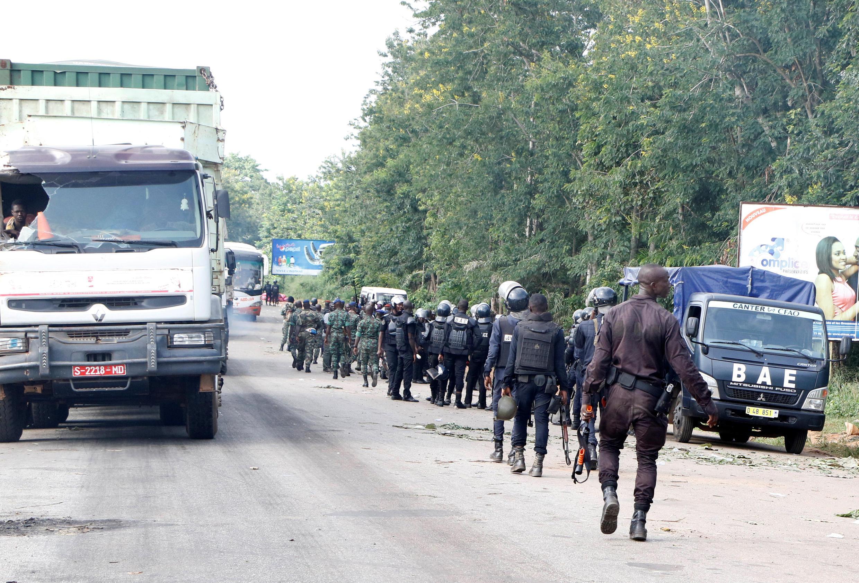 Patrouille des forces de sécurité ivoiriennes à Bouaké, en mai 2017, après les incidents survenus le même jour autour d'une manifestation d'ex-rebelles démobilisés.