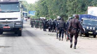 Patrouille des forces de sécurité ivoiriennes à Bouaké, mardi 23 mai 2017, après les incidents survenus le même jour autour d'une manifestation d'ex-rebelles démobilisés (image d'illustration).