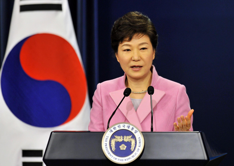 La présidente Park Geun-hye, jusque-là très discrète, a été obligée de s'exprimer, qualifiant le scandale de « regrettable ».