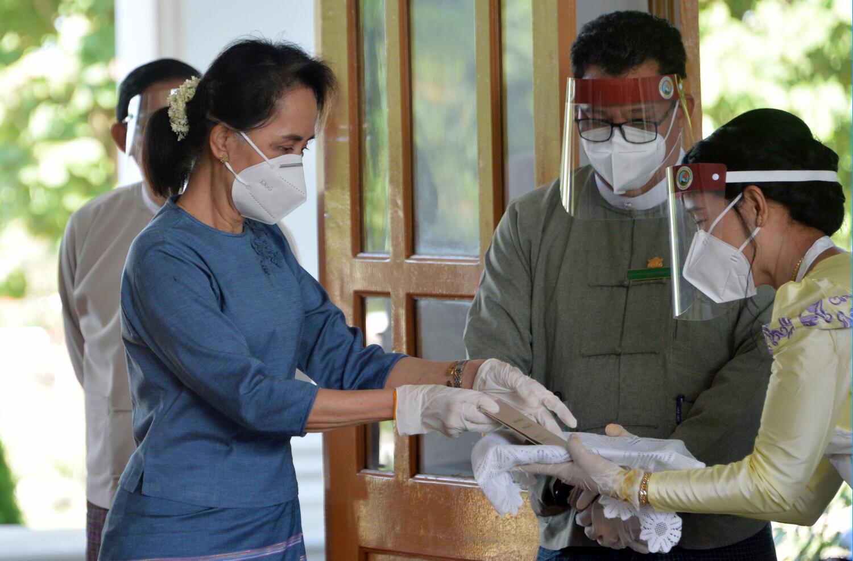 Lãnh đạo Miến Điện Aung San Suu Kyi trong một cuộc bỏ phiếu sớm ngày 29/10/2020 tại Naypyidaw.