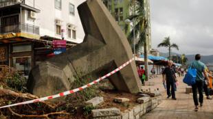 Le typhon Mangkhut est parti de Hong Kong, mais son passage a tout de même laissé des traces.